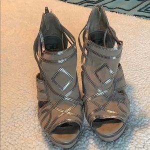 Gianni Bini Taupe and Metallic Heel Size 8.5